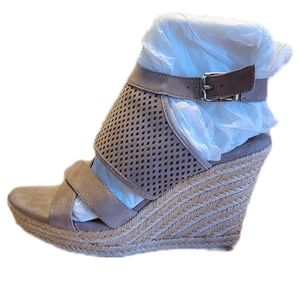 Euro Soft Parisa By Sofft Suede Espadrille Taupe Size 8 1/2